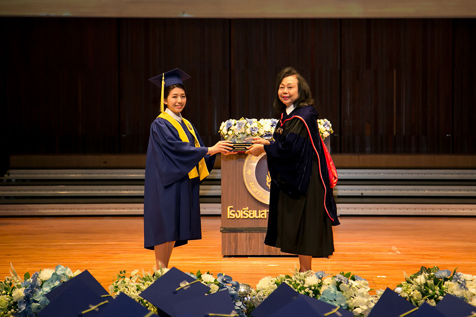 MUIDS Director giving diploma