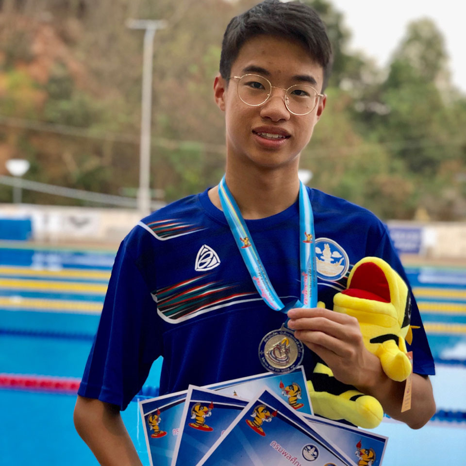 MUIDS Swimming student with medals